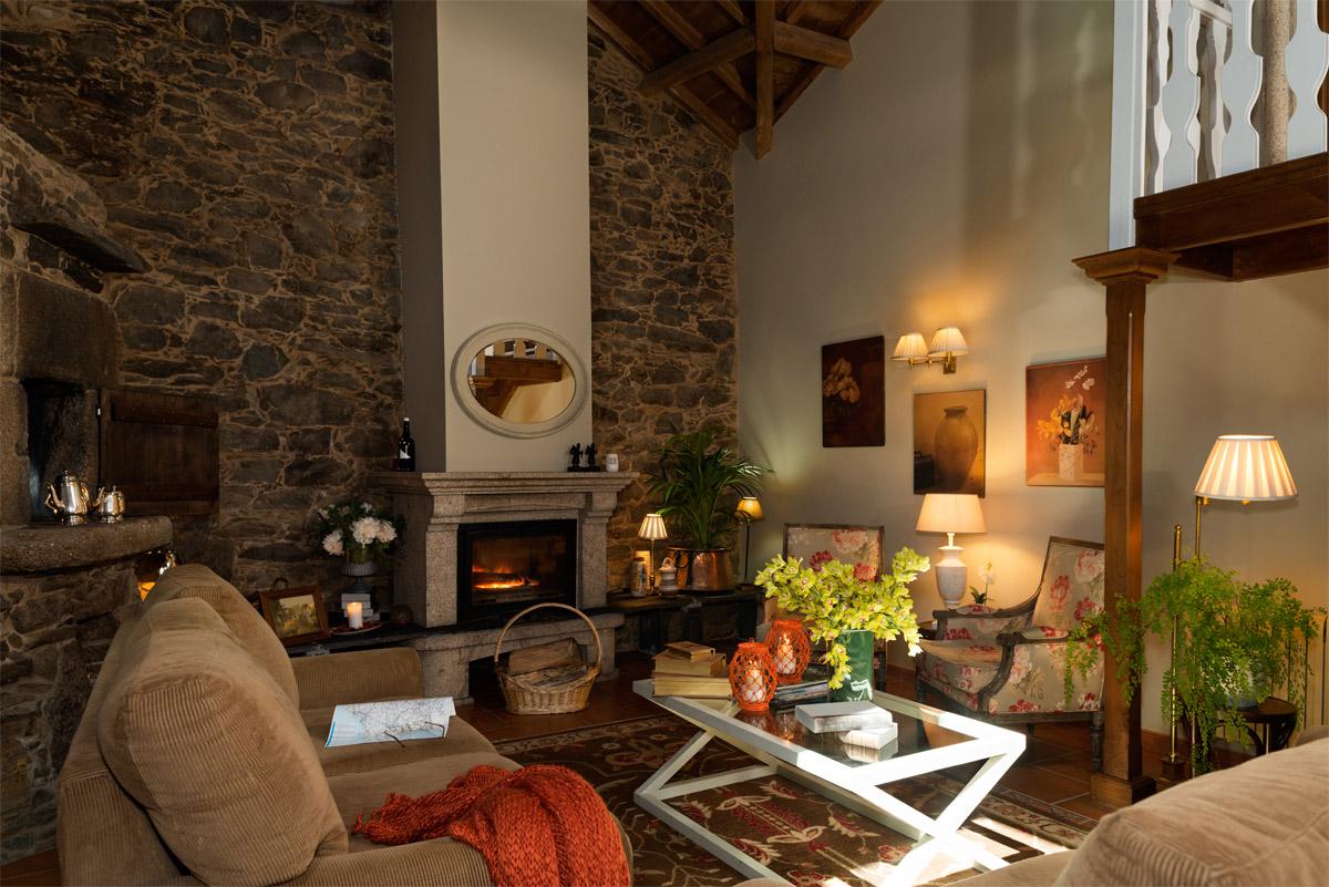 Sala común con chimenea